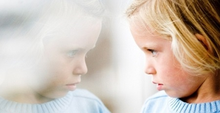Что такое аутизм простыми словами: аутизм у детей, признаки, фото